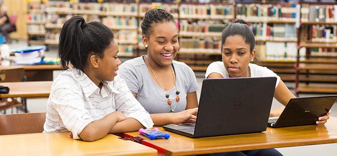 Formação da Recode desmistifica uso da tecnologia e gera autoconfiança nos jovens